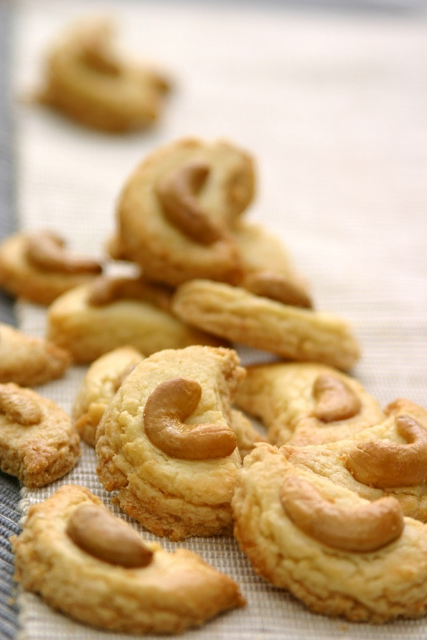 Cashew nut cookies small