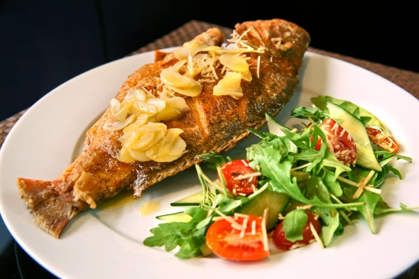 Grilled Fish with Lemon Garlic Butter Sauce
